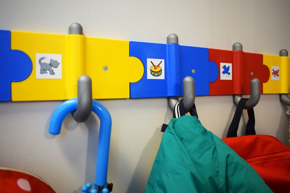 Παιδική κρεμάστρα ασφαλείας για σχολεία και παιδικούς σταθμούς