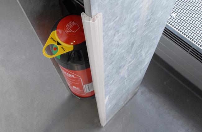 Διάφανης προστατευτική γωνιά από πλαστικό