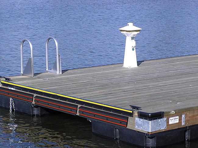 Προσκρουστήρας για λιμάνια και μαρίνες
