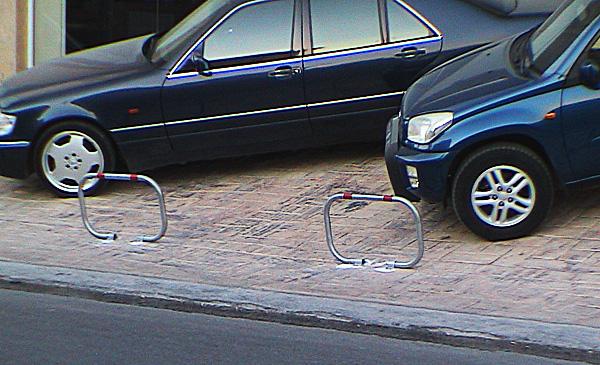 Δίποδες μπάρες στάθμευσης